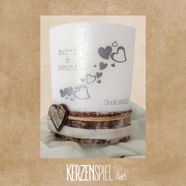 Hochzeitskerze mit Rindenborte Herzen
